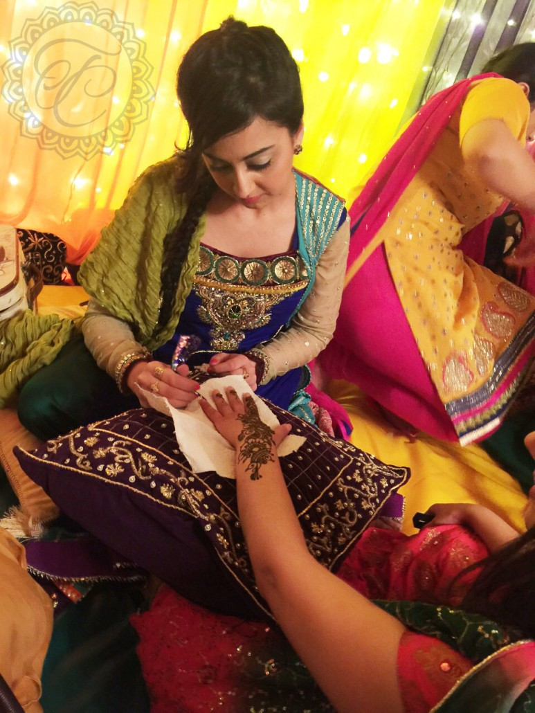 Mehndi Party Uk : Mehndi by tan in action creating henna art at a